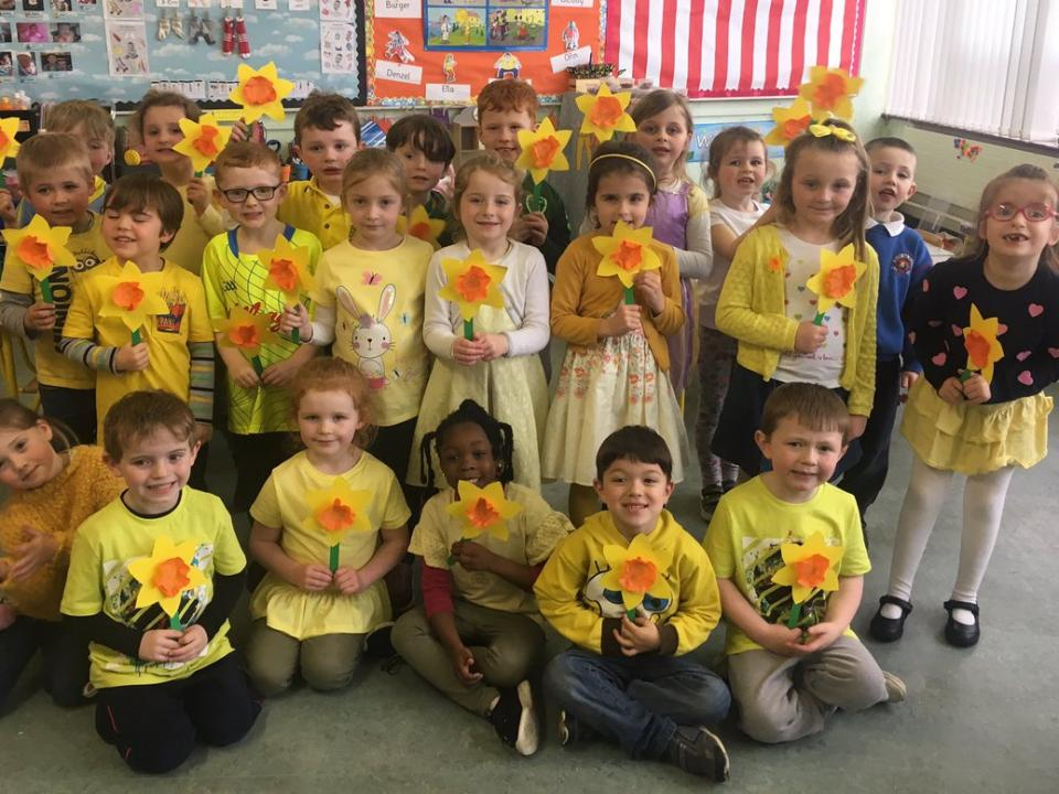 Elementary school students with daffodils